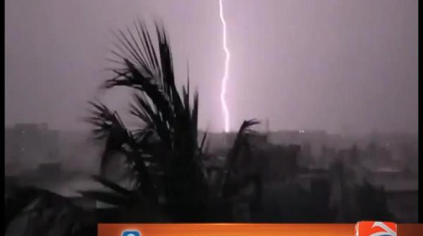 Incredible lightning caught on camera in Karachi