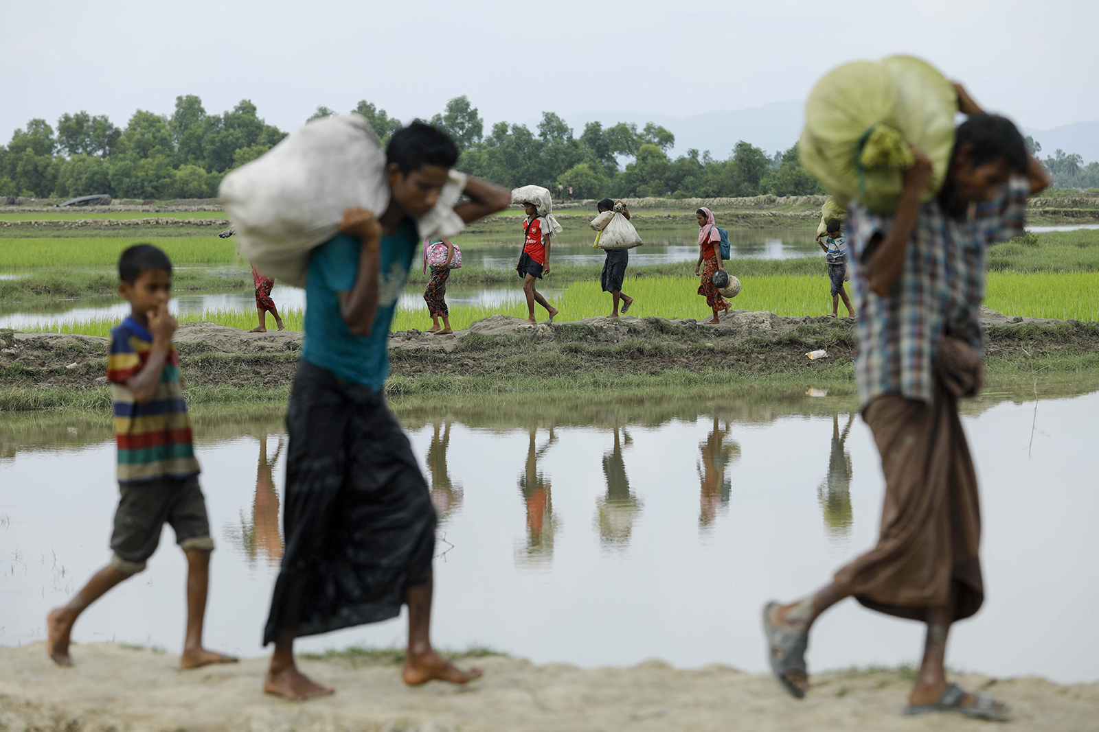 Rohingya Muslim refugees arrive from Myanmar through Lomba Beel after crossing the Naf river in the Bangladeshi town of Teknaf on September 7, 2017 - AFP