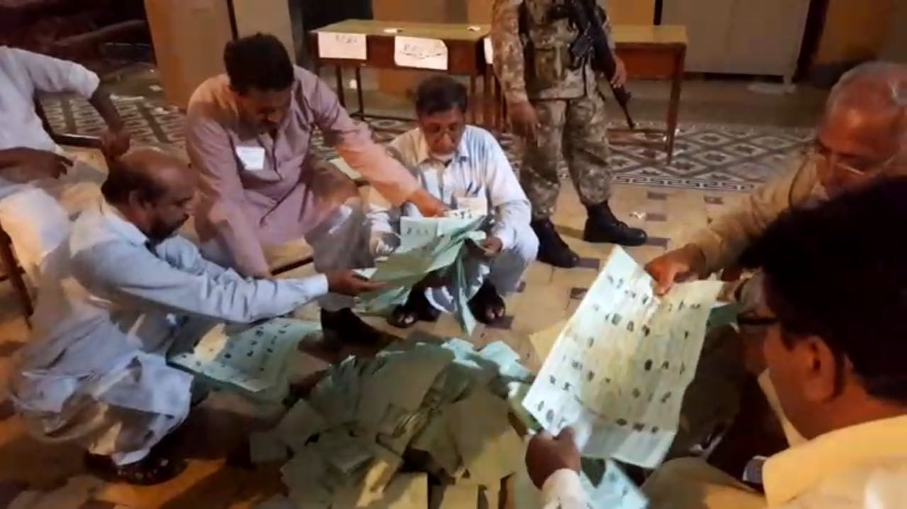Vote counting continues at a polling stations in NA-120 Photo: Geo News