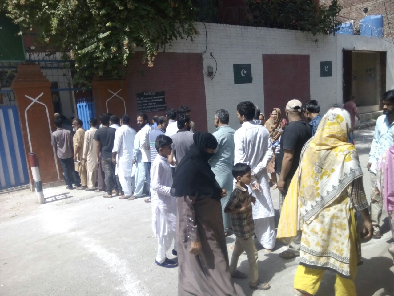 Voters in que outside a polling station. Photo: Geo News