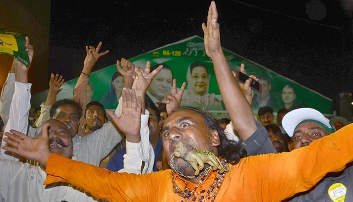 Supporters of Pakistan Muslim League-Nawaz chant slogans in Mazung during by-elections in NA-120 constituency - Online