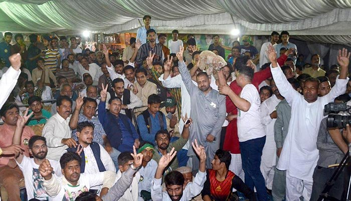 Supporters of PML-N celebrating the party's victory in NA-120 - Online