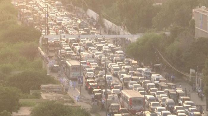 Massive traffic jam at Karachi's II Chundrigar Road troubles citizens