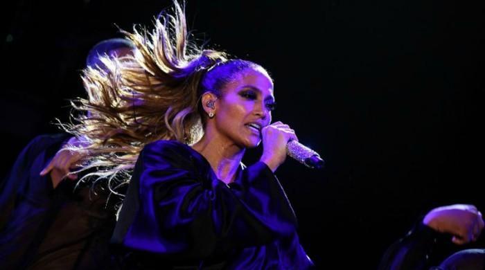 J.Lo. donates $1 mln to hurricane-hit Puerto Rico