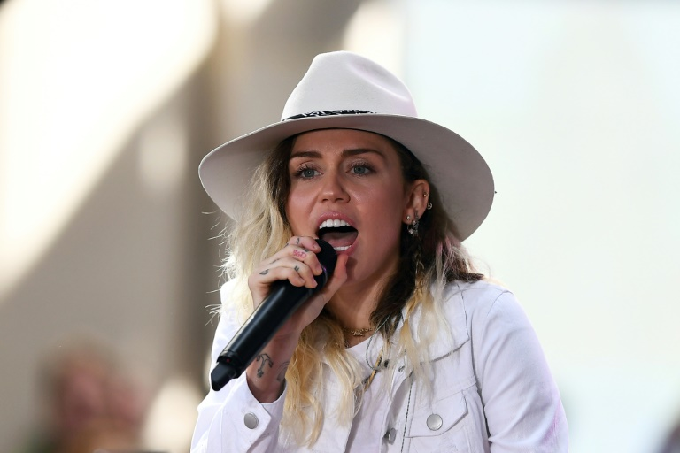 Miley Cyrus packs out honky-tonk for release of new album