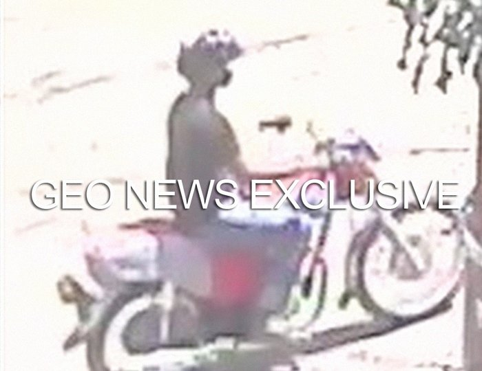 The knife-wielding suspect can be seen in this screengrab — taken from the CCTV footage released by Karachi Police and obtained by Geo.tv — riding a motorbike moments before attacking one of the victims in Karachi, Pakistan. Geo.tv via Geo News