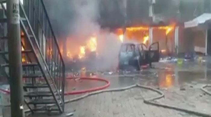 5 injured as fire breaks out in Peshawar's Karkhano Market