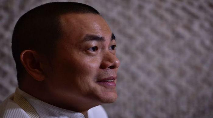 Top Singapore chef gives back Michelin stars