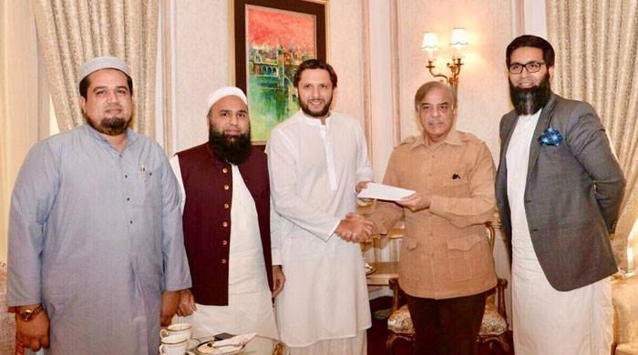 Punjab govt lends support to Shahid Afridi Foundation for Thar hospital
