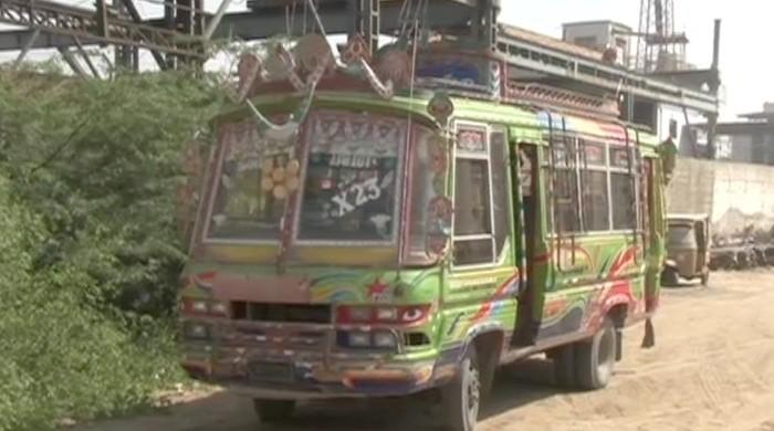 Bus conductor kills passenger over argument in Karachi