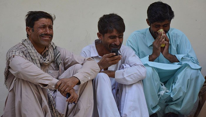 Relatives mourn the death of policemen after a suicide blast, at a hospital in Quetta on October 18, 2017 - AFP