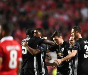 Goalkeeping gaffe hands Man Utd win at Benfica