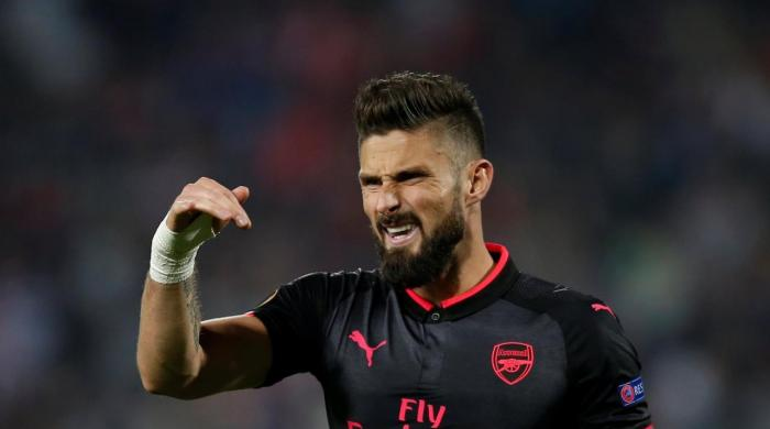 Everton lose to Lyon, Giroud lifts Arsenal in Europa League