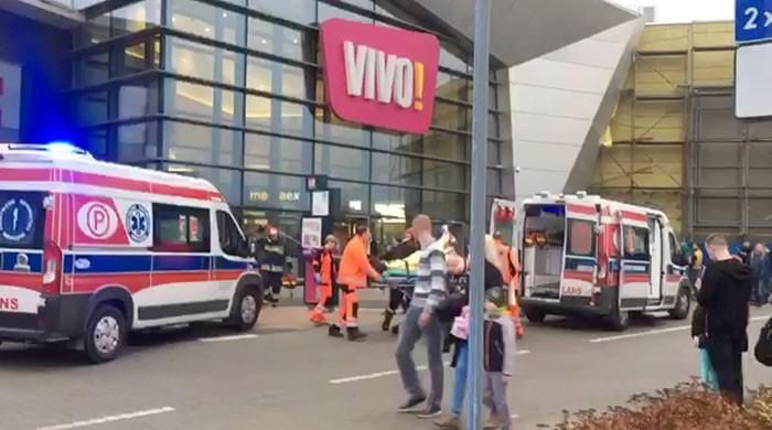 Knifeman kills one, wounds seven in Polish mall