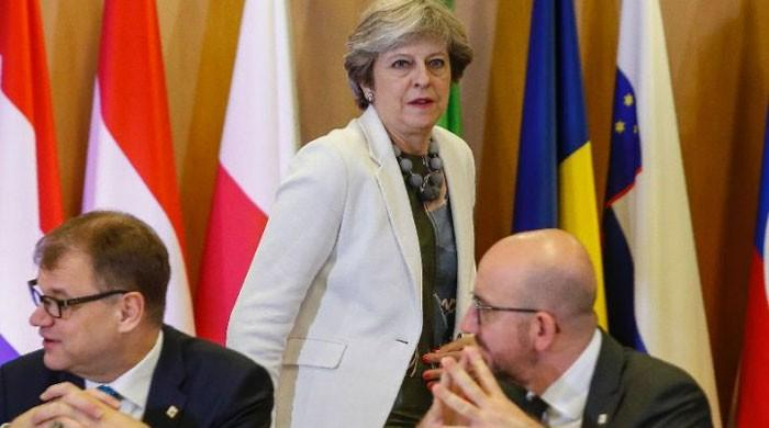 EU leaders back May with move on Brexit talks