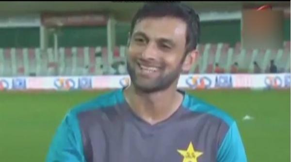 Shoaib Malik 'intimidated' by wife Sania Mirza!