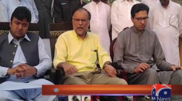 Imran, Sheikh Rasheed trying to derail govt, says Ahsan Iqbal