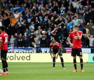 Huddersfield stun Manchester United