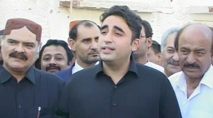 Bilawal takes notice of Imran being denied entry to Qalandar's shrine