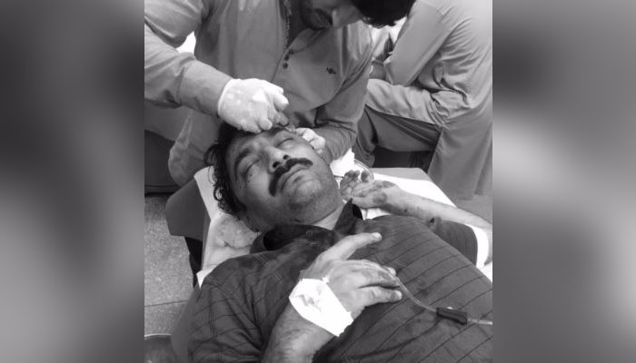 Journalist Ahmad Noorani being treated at Polyclinic Hospital. Photo: Twitter