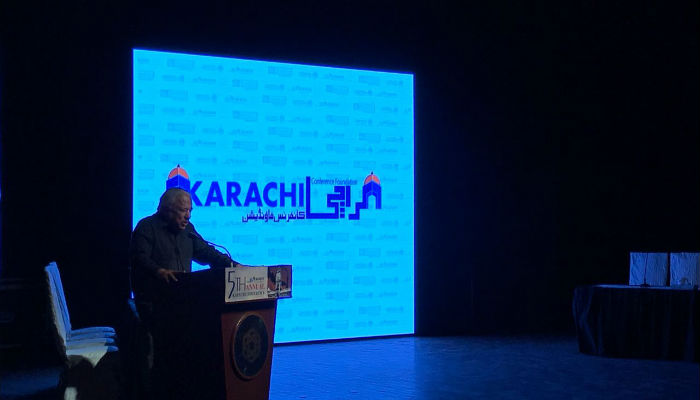 Architect Arif Hasan while addressing the Karachi Conference 2017. Photo: Geo News