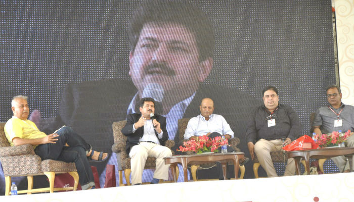 Azhar Abbas, Hamid Mir, Aamir Khakwani and Ashfaq Azar speaking at a session titled 'Kya Media Ko Aesa Hi Hona Chahye'. Photo: Shoaib Ahmed/Jang