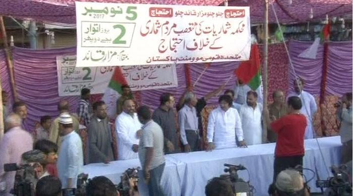 MQM-P workers prepare for protest in Karachi against census results