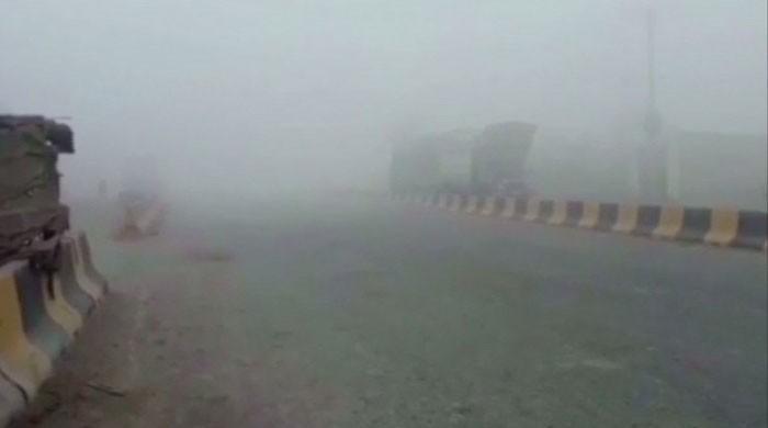 Lahore-Pindi GT Road closed as smog persists in Punjab