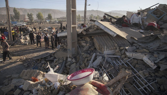 Rescue workers search for survivors amid the rubble following a 7.3-magnitude earthquake in Sarpol-e Zahab, Iran. Photo: AFP