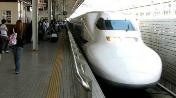 Tokyo railway 'deeply sorry' after train leaves 20 seconds early