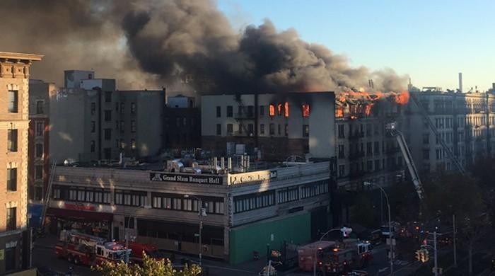 BREAKING: Uncontrolled, raging fire engulfs Manhattan building