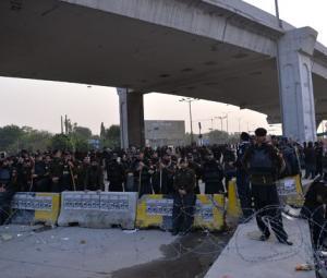 Operation in Islamabad postponed; govt, protestors to hold formal talks