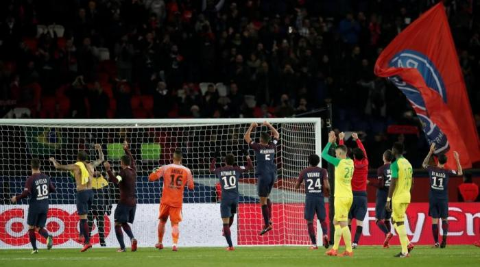 Cavani scores twice as PSG hammer Nantes