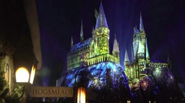 Christmas arrives at Hogwarts Castle