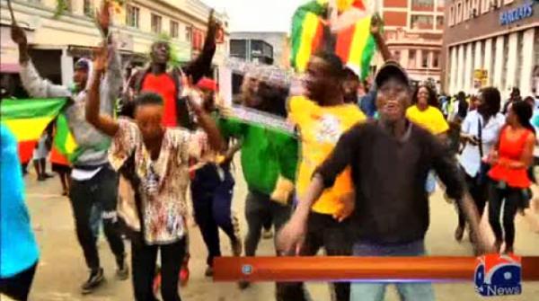 Zimbabwe's ruling party set to sack Mugabe, sources say