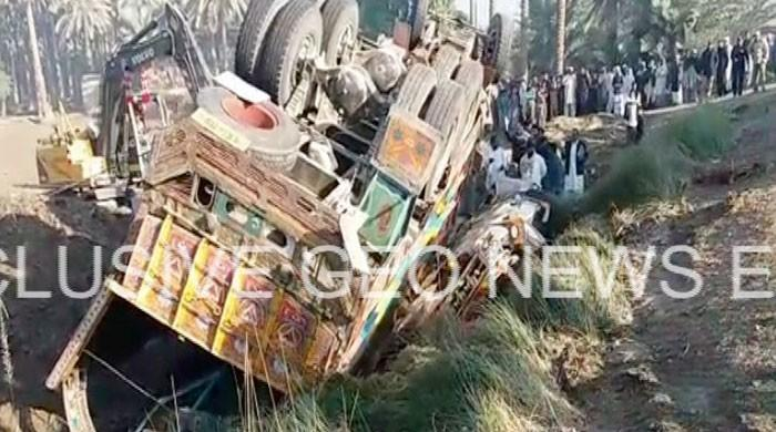 At least 17 dead, five injured in Khairpur road accident