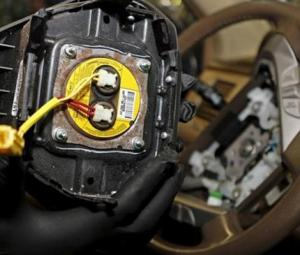 Honda to use Facebook to find owners with defective Takata airbags