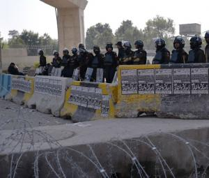 Islamabad sit-in continues despite court notices, official pleas