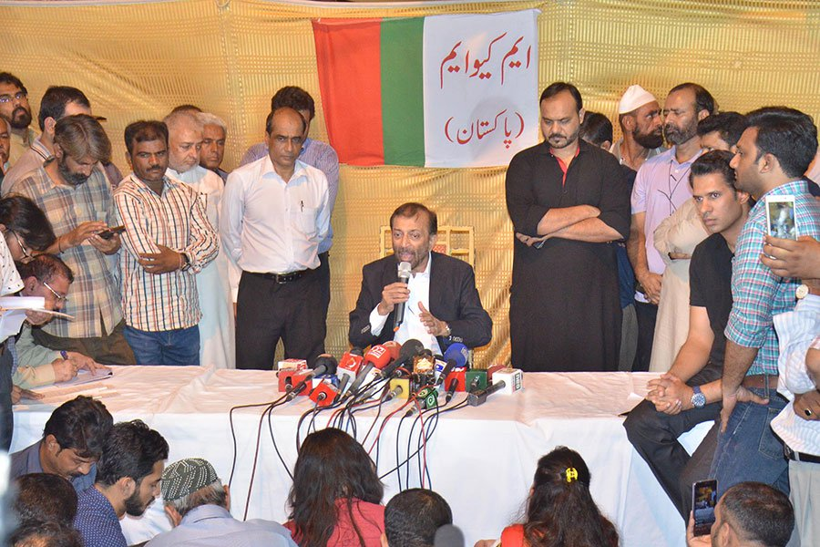 MQM-P chief Farooq Sattar moments before resigning from post - Shoaib Ahmed, Jang
