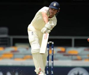 Australia rally to restrict England in Ashes opener