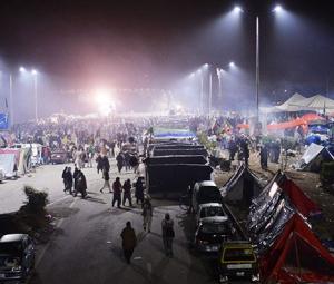 Islamabad administration decides to close streetlights on Faizabad interchange