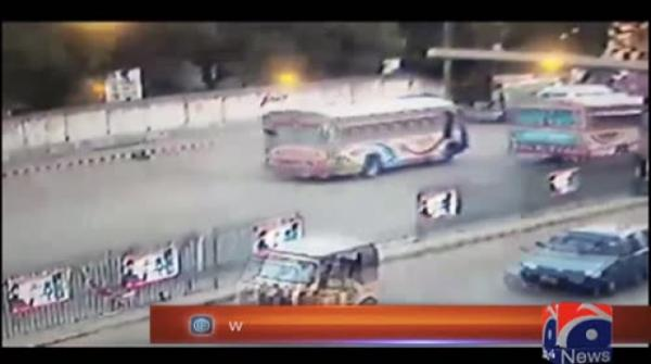 Racing buses kill minor girl in Karachi, enraged mob resorts to arson