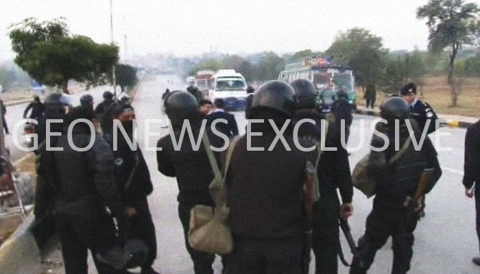 Police, Rangers, and FC officials conduct an operation against protesters at Faizabad Interchange, Islamabad, Pakistan, November 25, 2017. Geo.tv via Geo News