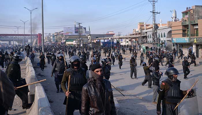 Pakistani riot police at Faizabad interchange - AFP