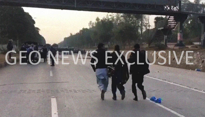 Law enforcement agencies detain a protester at Faizabad Interchange, Islamabad, Pakistan, November 25, 2017. Geo.tv via Geo News
