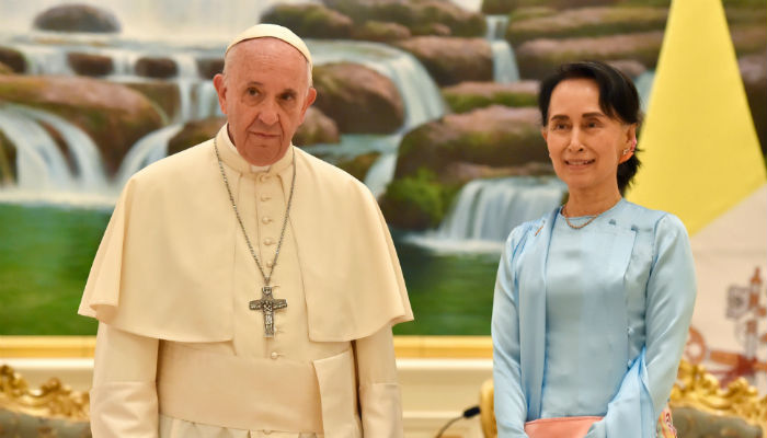 Myanmar has 'no religious discrimination', army chief tells pope