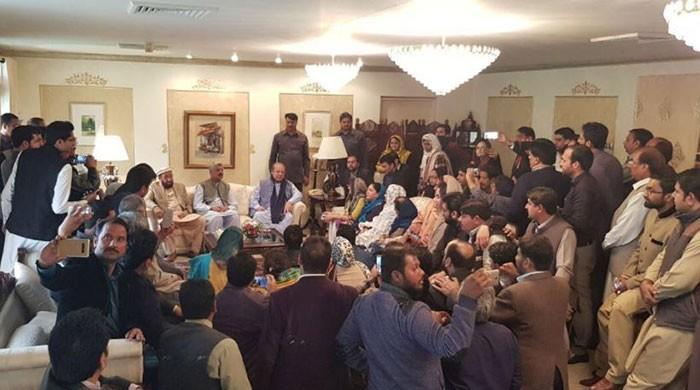 Displeased Nawaz questions ministers over failed Faizabad operation