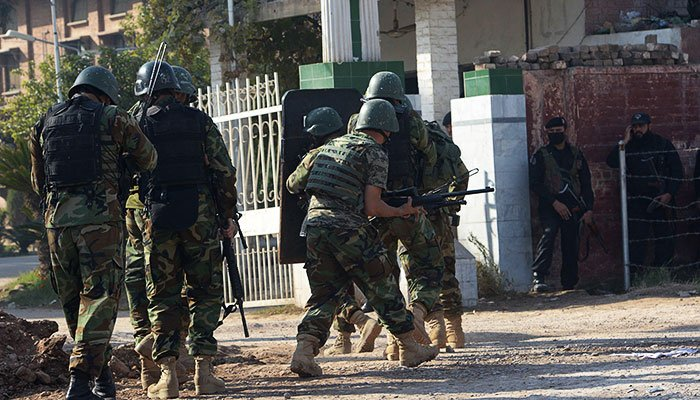 SSG troops enter the Directorate of Agriculture Extension. -AFP
