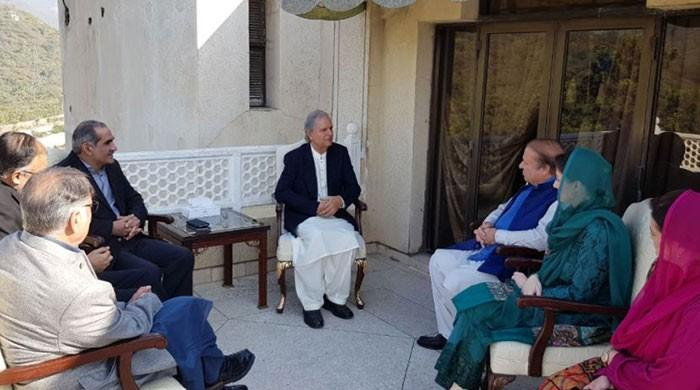 Nawaz Sharif meets Javed Hashmi prior to party's CEC meeting