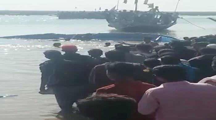 At least 17 dead, several missing as boat capsizes near Thatta